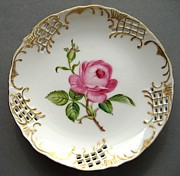 Fashion Ceramics - 432 small Rose Plate by Wilma Manhardt