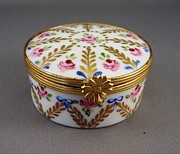 Baby Ceramics - 468 hinged Limoge Box by Wilma Manhardt