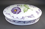 European Ceramics - 488 oval Aster-Box by Wilma Manhardt