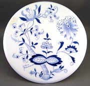 European Ceramics - 497 Blue Onion Trivet by Wilma Manhardt
