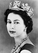 1950s Portrait Posters - British Royalty. Queen Elizabeth Ii Poster by Everett