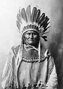 Headdress Posters - Geronimo (1829-1909) Poster by Granger
