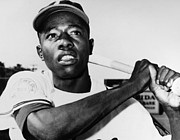 Hank Framed Prints - Hank Aaron (1934- ) Framed Print by Granger