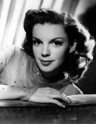 Judy Garland Framed Prints - Judy Garland (1922-1969) Framed Print by Granger