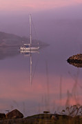 Syssy Jaktman - A sailboat in a misty...