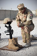 Patriots Prints - A Soldier Bows To Pay Tribute Print by Stocktrek Images