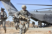 Infantry Art - A U.s. Army Soldier Runs by Stocktrek Images