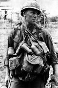 Vietnam War Art - A U.s. Soldier With The U.s. 1st by Everett