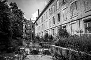 Dilapidated Houses Prints - Abandoned Glencoe-Auburn Hotel in Cincinnati Print by Paul Velgos