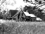 White House Mixed Media - Abandonned Farmhouse in Black and White by Bruce Ritchie