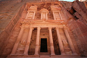 Jordan Photos - Al Khazneh (the Treasury), Petra, Jordan by Joe & Clair Carnegie / Libyan Soup