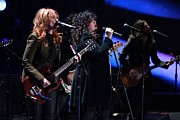 Rock Groups Metal Prints - Ann And Nancy Wilson Of Heart Perform Metal Print by Everett