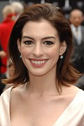 Natural Makeup Posters - Anne Hathaway At The Press Conference Poster by Everett