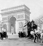 Carriages Posters - Arc de Triomphe - Paris France - c 1898 Poster by International  Images