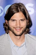 Upfronts Tv Television Network Presentation Posters - Ashton Kutcher At Arrivals For Cbs Poster by Everett