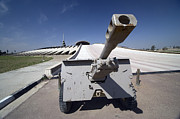Iraq Prints - Baghdad, Iraq - An Iraqi Howitzer Sits Print by Terry Moore