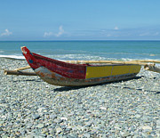 Luna Art - Banca Boat on a Stony Shore by Skip Nall