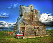 Lewiston Metal Prints - Barn no.3 Metal Print by Niels Nielsen