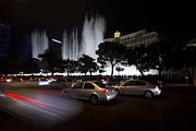 Crowd Scene Art - Bellagio fountain at night by Sven Brogren