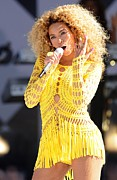 Kristin Callahan Photo Framed Prints - Beyonce Knowles On Stage For Good Framed Print by Everett