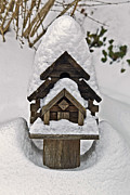 Susan Leggett Art - Birdhouse in Snow by Susan Leggett