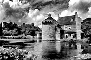 Bel Menpes - Black and white Scotney...