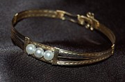 Hand Crafted Art - Bracelet with 3 pearls by Alicia Short