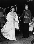 Evening Gown Photo Metal Prints - British Royalty. Queen Elizabeth Ii Metal Print by Everett