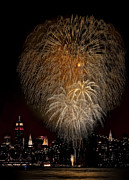 Pyrotechnics Photo Prints - Brooklyn Bridge Celebrates Print by Susan Candelario