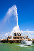 Buckingham Fountain In Chicago Print by Paul Velgos