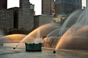 Buildings Tapestries Textiles Originals - Buckingham Fountain Sidelight  by Steve Gadomski