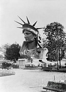 Photo Researchers - Bust Of The Incomplete Statue Of Liberty