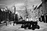 Broad Street - Philadelphia Framed Prints - Cannons At The Bottom Of Broad Street In The Historic Old Town Of Stirling Scotland Uk Framed Print by Joe Fox