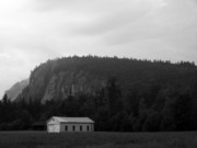Scenics - Cathedral Ledge with barn BW by Frank LaFerriere