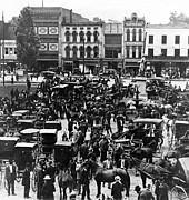 Carriages Photo Posters - Cheapside Public Square in Lexington - Kentucky - April 7  1920 Poster by International  Images