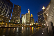 Riverwalk Prints - Chicago river and Wrigley Building Print by Sven Brogren
