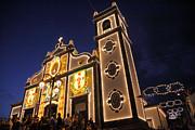 Gaspar Avila - Church lighting at night