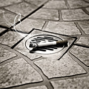 Drain Art - Cigarette by Joana Kruse