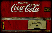 Grunge Drawings - Coca Cola Vending Machine by Anne Kitzman