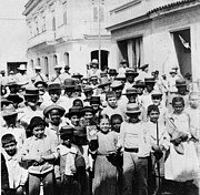 Villagers Posters - Cuban Children - Villa Clara Cuba - c 1899 Poster by International  Images