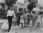 Emigration Photo Posters - Cuban Refugee Family In Miami, Florida Poster by Everett
