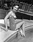 Reynolds Photos - Debbie Reynolds Poolside, 1954 by Everett