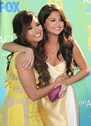 Teen Choice Awards Framed Prints - Demi Lovato, Selena Gomez At Arrivals Framed Print by Everett