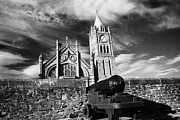 Canons Prints - Derrys Walls And Guildhall Derry City Northern Ireland Print by Joe Fox