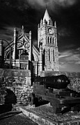 Canons Prints - Derrys Walls And Guildhall With Cannon Print by Joe Fox