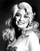 Dolly Parton Framed Prints - Dolly Parton In The 1970s Framed Print by Everett