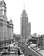 1920 Framed Prints - Downtown Chicago Framed Print by Underwood Archives