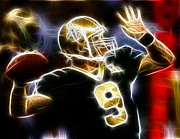Football Game Mixed Media Prints - Drew Brees New Orleans Saints Print by Paul Van Scott