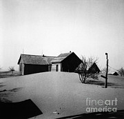 Dust* Posters - Dust Bowl Farm Poster by Photo Researchers