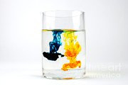 Yellow And Blue Posters - Dye In Water, 4 Of 11 Poster by Photo Researchers, Inc.